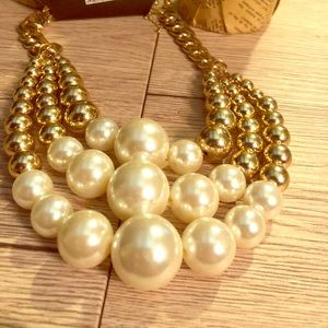 Pearl and gold tone necklace.